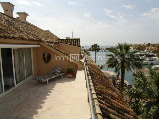 TWO  BEDROOM PENTHOUSE IN THE SOTOGRANDE PORT  WITH  VIEWS OF THE MARINA